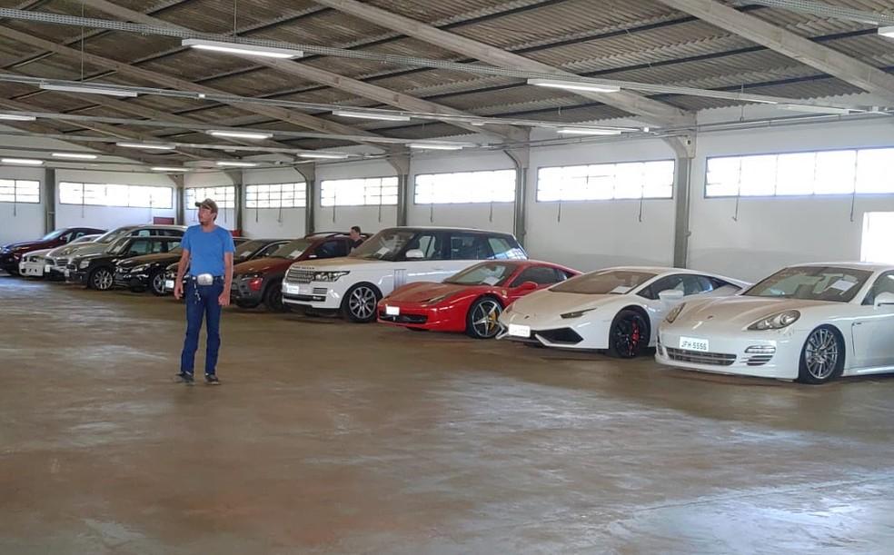 Carros de luxo no Depósito da Polícia Civil, em Sobradinho, na DF-440. — Foto: PCDF/Divulgação