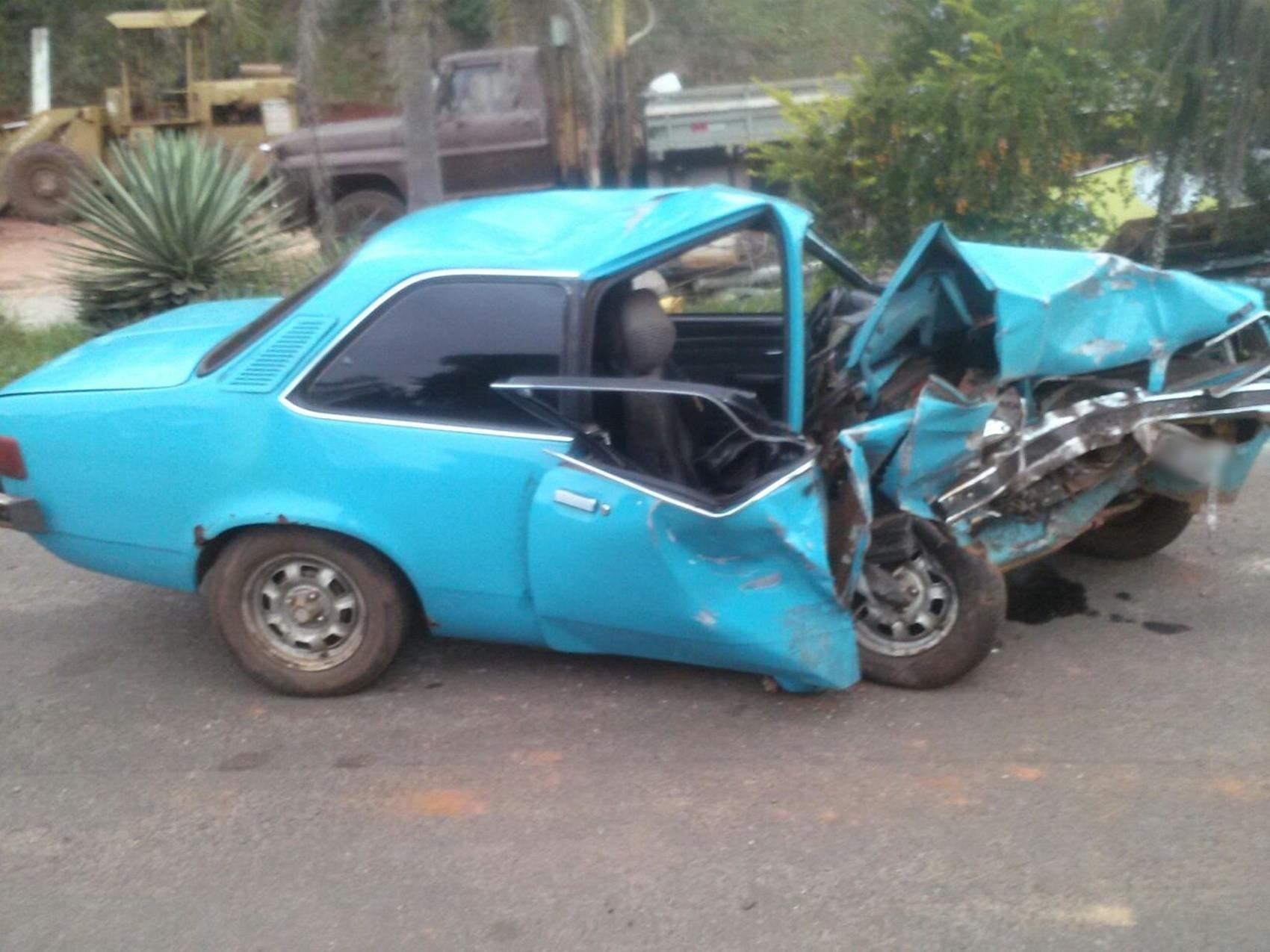 Batida frontal entre dois veículos deixa feridos em Avaré