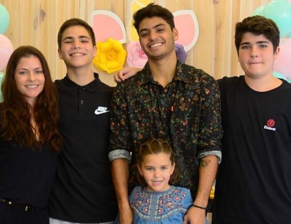 Ana Paula Tabalipa com os filhos (Foto: Arquivo pessoal)
