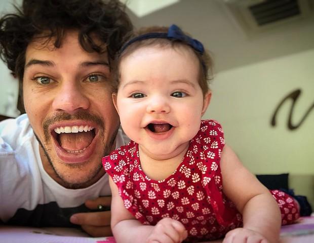 José Loreto com a filha Bella (Foto: Reprodução Instagram)