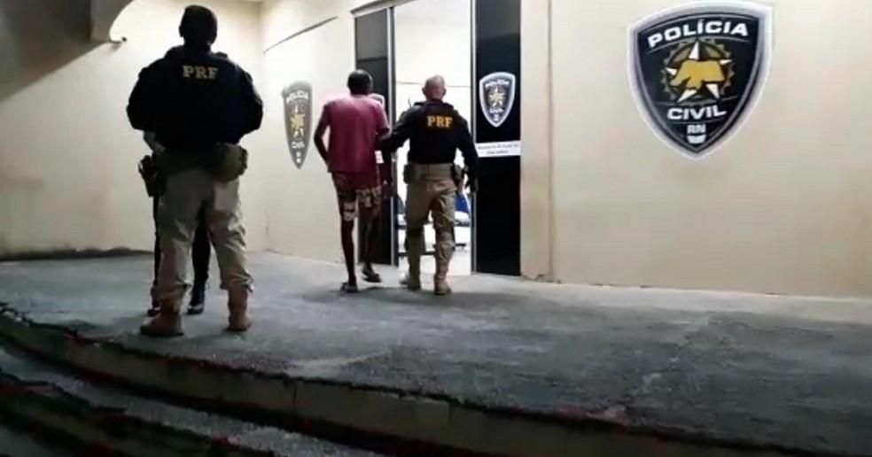 Homem de 36 anos foi preso após abordagem da PRF em Extremoz, na Grande Natal — Foto: Divulgação/PRF