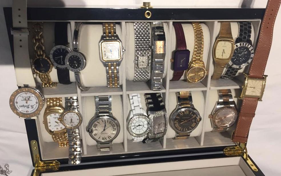 Relógios apreendidos em casa de São Paulo alvo de mandado de busca e apreensão da Operação Checkout — Foto: Polícia Federal/Divulgação