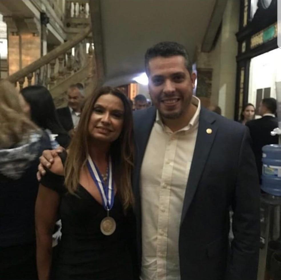 Promotora Carmen Elisa ao lado do deputado Rodrigo Amorim — Foto: Reprodução/Instagram