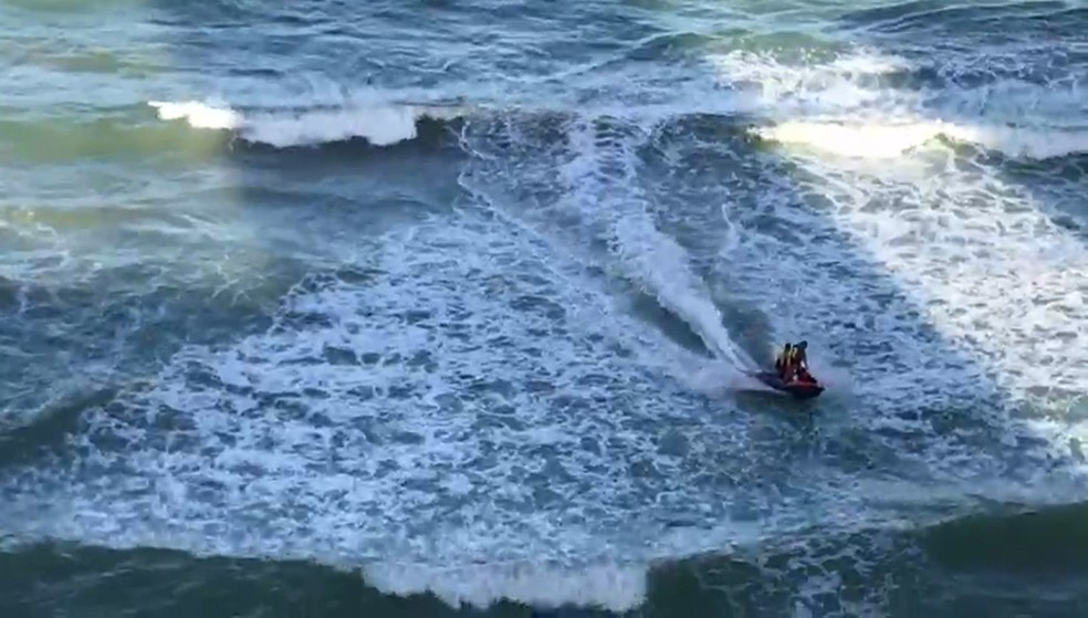 Corpo de Bombeiros realiza buscas com helicópteros e moto aquática (Foto: Reprodução/WhatsApp)