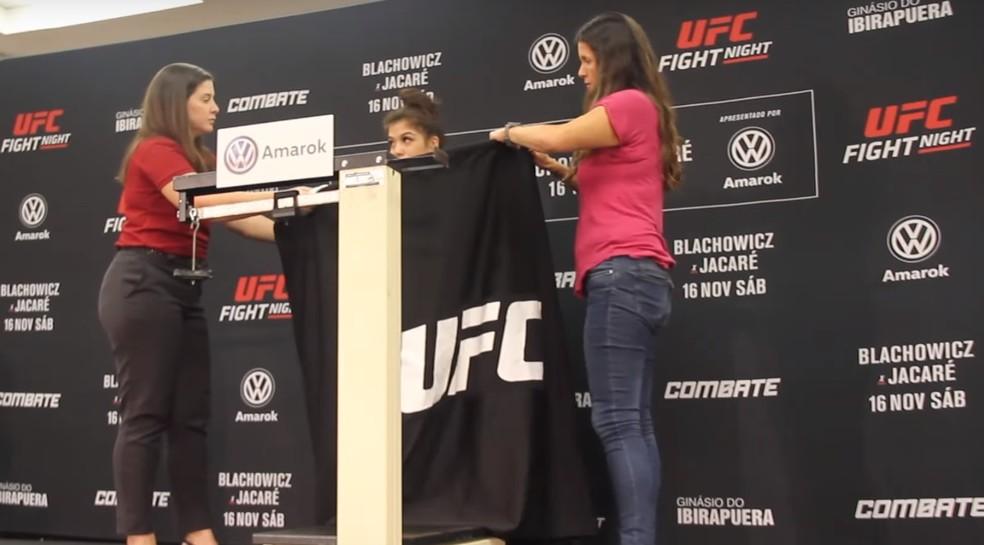 A americana Tracy Cortez também ficou somente 200g acima do limite do peso-galo — Foto: Reprodução / MMA Fighting