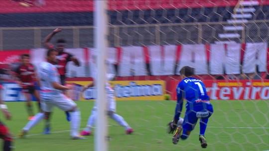 Goleiro substituto, Rodrigo Viana, faz milagres e segura empate do Operário-PR contra o Vitória