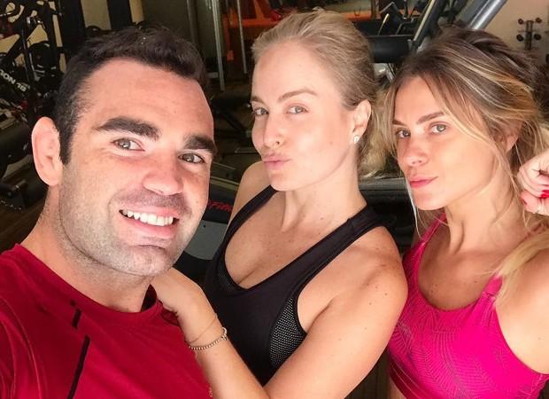 Chico Salgado com Angélica e Carolina Dieckmann (Foto: Reprodução/Instagram)