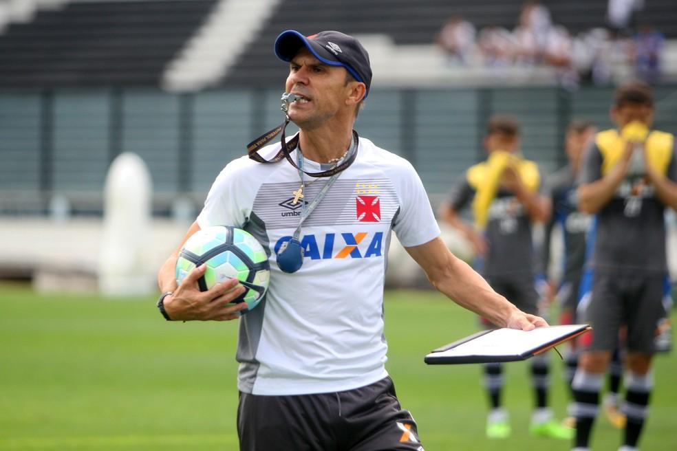 Milton Mendes ganhou destaque no Santa CRuz, mas não durou muito no Atlético-PR e no Vasco (Foto: Paulo Fernandes/Vasco)