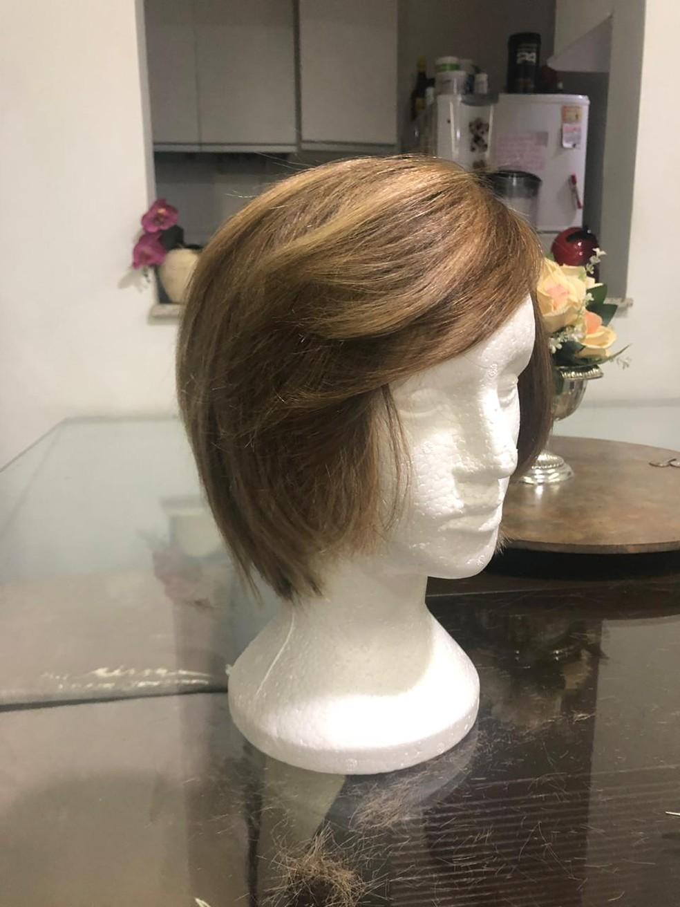 Com cabelo doado, paciente em tratamento de câncer cria banco de peruca, em BH — Foto: Karina Cotta/Arquivo pessoal