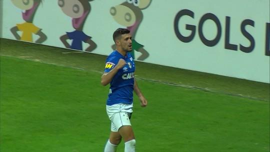 Robinho se torna cerebral no Cruzeiro e volta da pausa da Copa com tudo