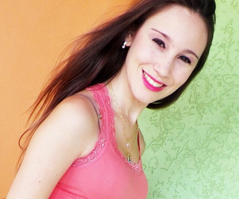 Larissa Gonçalves foi morta aos 21 anos de idade em Extrema, MG (Foto: Reprodução Facebook)