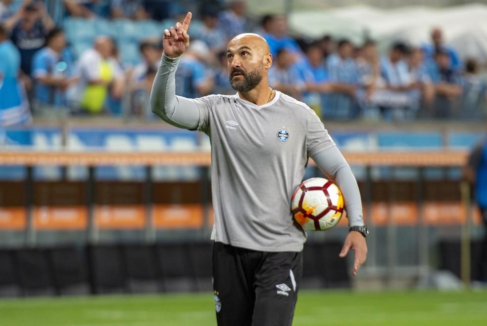 Rogério Godoy antes de jogo na Arena — Foto: Persio Ciulla/TXT Sports