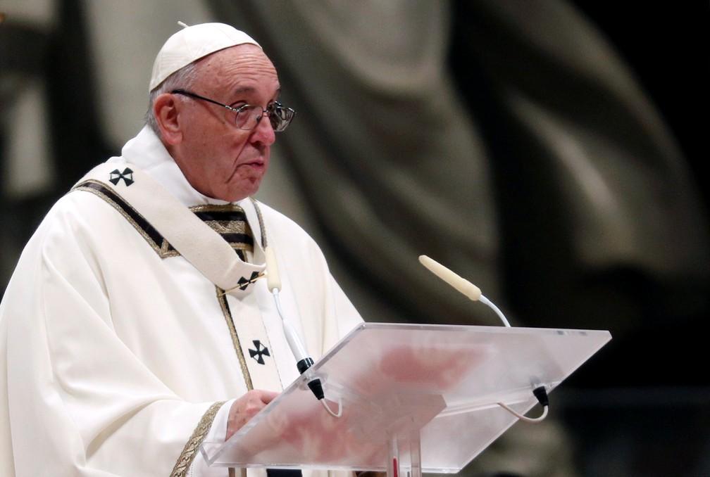 Papa Francisco faz a tradicional homília na véspera de Natal — Foto: Reuters