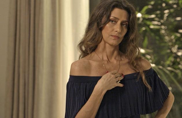 Maria Fernanda Cândido é Joyce, mulher sofisticada que não se conforma com o relacionamento do filho Ruy com Ritinha e nem com o comportamento da filha Ivana (Carol Duarte) (Foto: Divulgação / Globo)