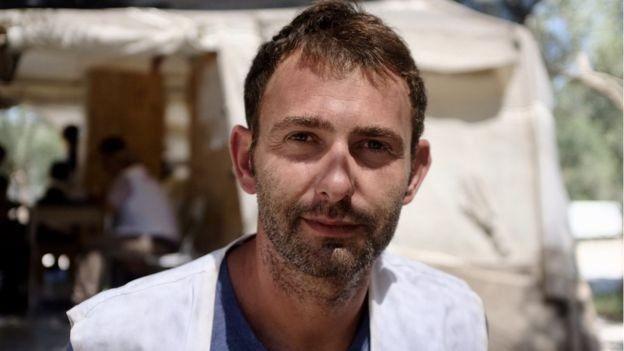 Médicos Sem Fronteiras têm feito pressão para que as crianças sejam movidas para Atenas, diz Luca Fontana (Foto: BBC)