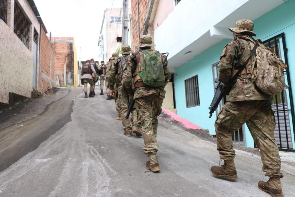 Militares fizeram buscas na região — Foto: Alberto Maraux/SSP