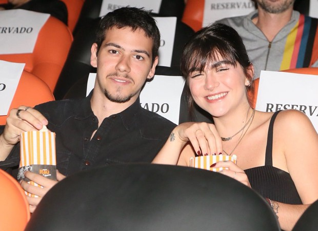 Antonio, filho de Murilo Benício vai a pré-estreia com a namorada (Foto: Manuela Scarpa/Brazil News)