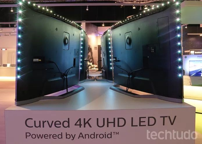 Iluminação LED no entorno da TV Philips na IFA (Foto: Fabrício Vitorino/TechTudo)