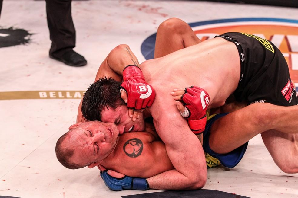 Chael Sonnen derrubou e dominou Wanderlei Silva no chão no Bellator 180 (Foto: Bellator MMA / Lucas Noonan)