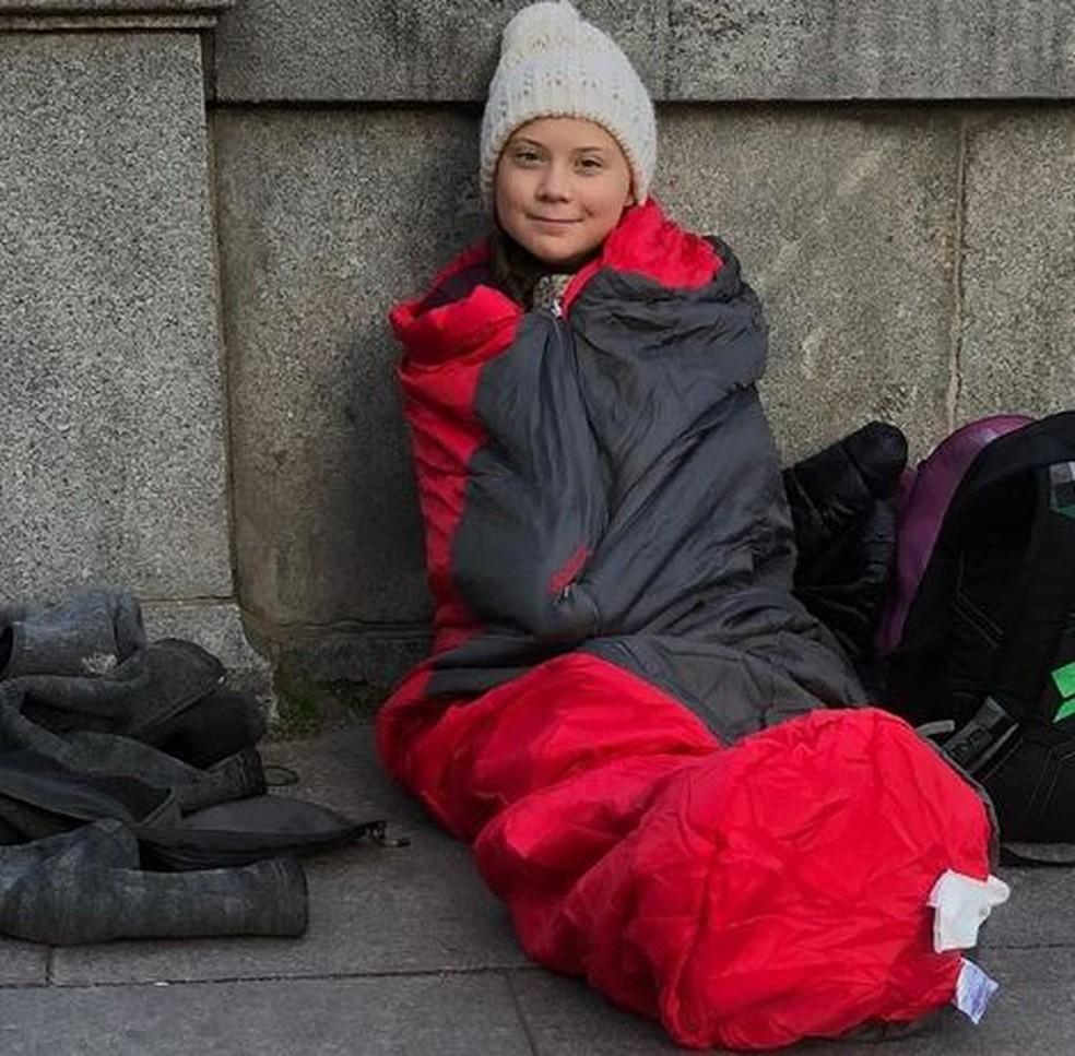 A greve escolar semanal de Greta aconteceu mesmo durante o inverno sueco — Foto: Reprodução/Instagram