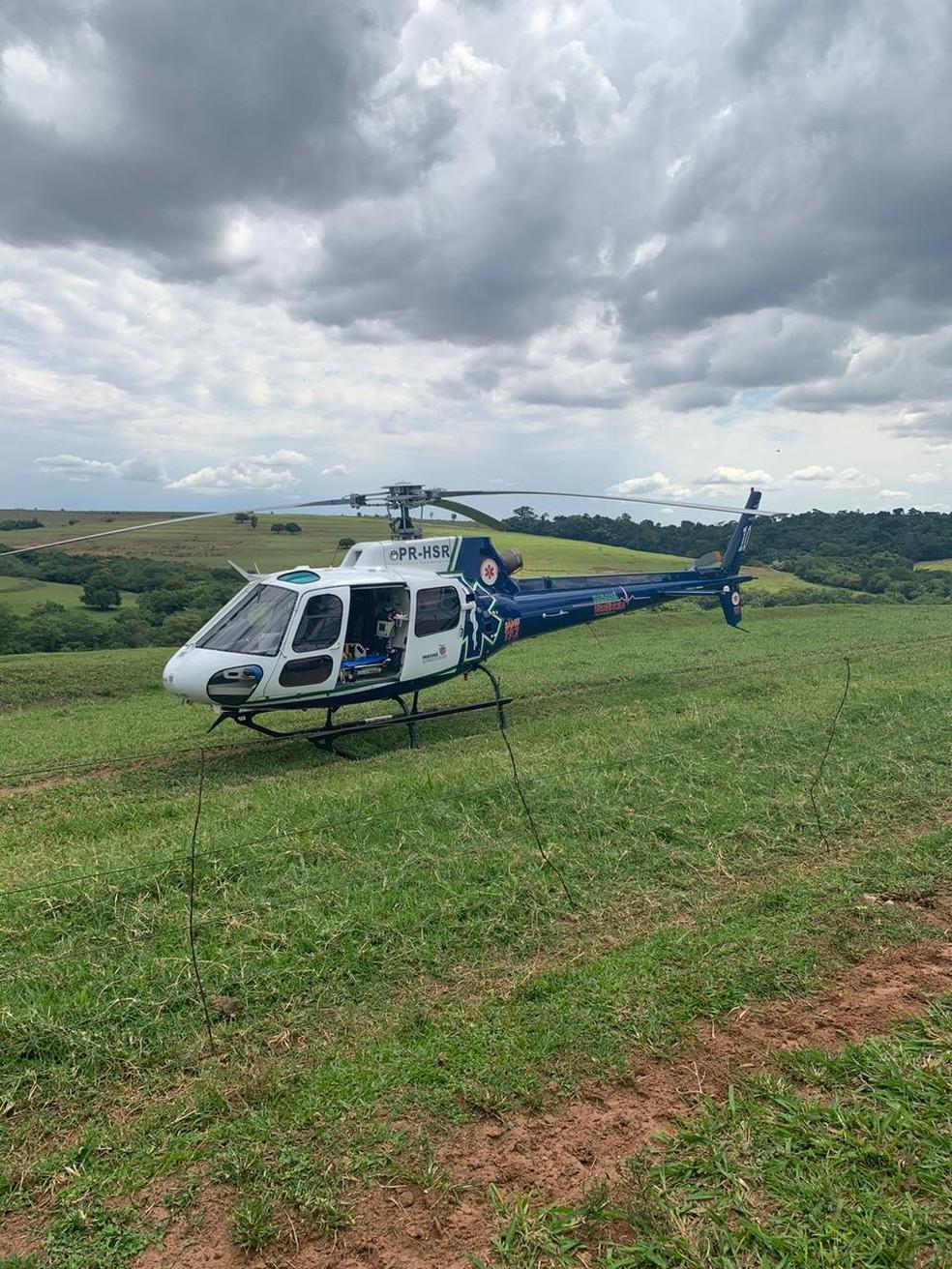 Vítima foi levada de helicóptero a um hospital de Maringá — Foto: Samu/Divulgação