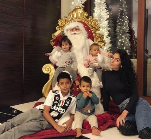 Georgina Rodriguez e as crianças (Foto: Reprodução Instagram)