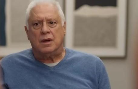 No capítulo de segunda-feira (23), Alberto (Antonio Fagundes) acordará desmemoriado no dia em que deveria entregar o dinheiro para Elias (Marcelo Faria) TV Globo