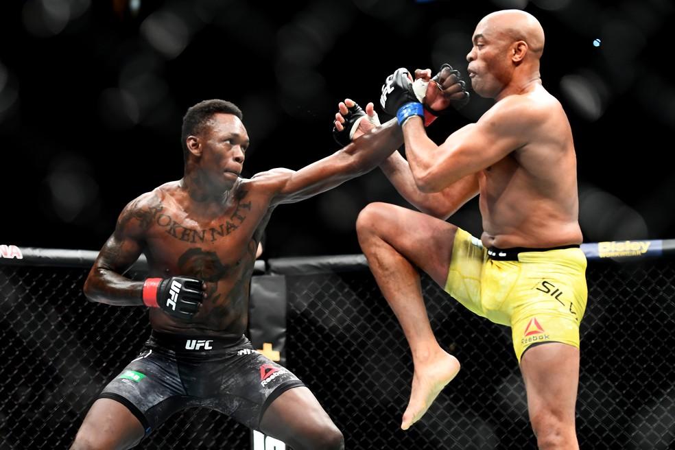 Anderson Silva rasgou elogios a Israel Adesanya após derrota no UFC 234 — Foto: Quinn Rooney / Getty Images