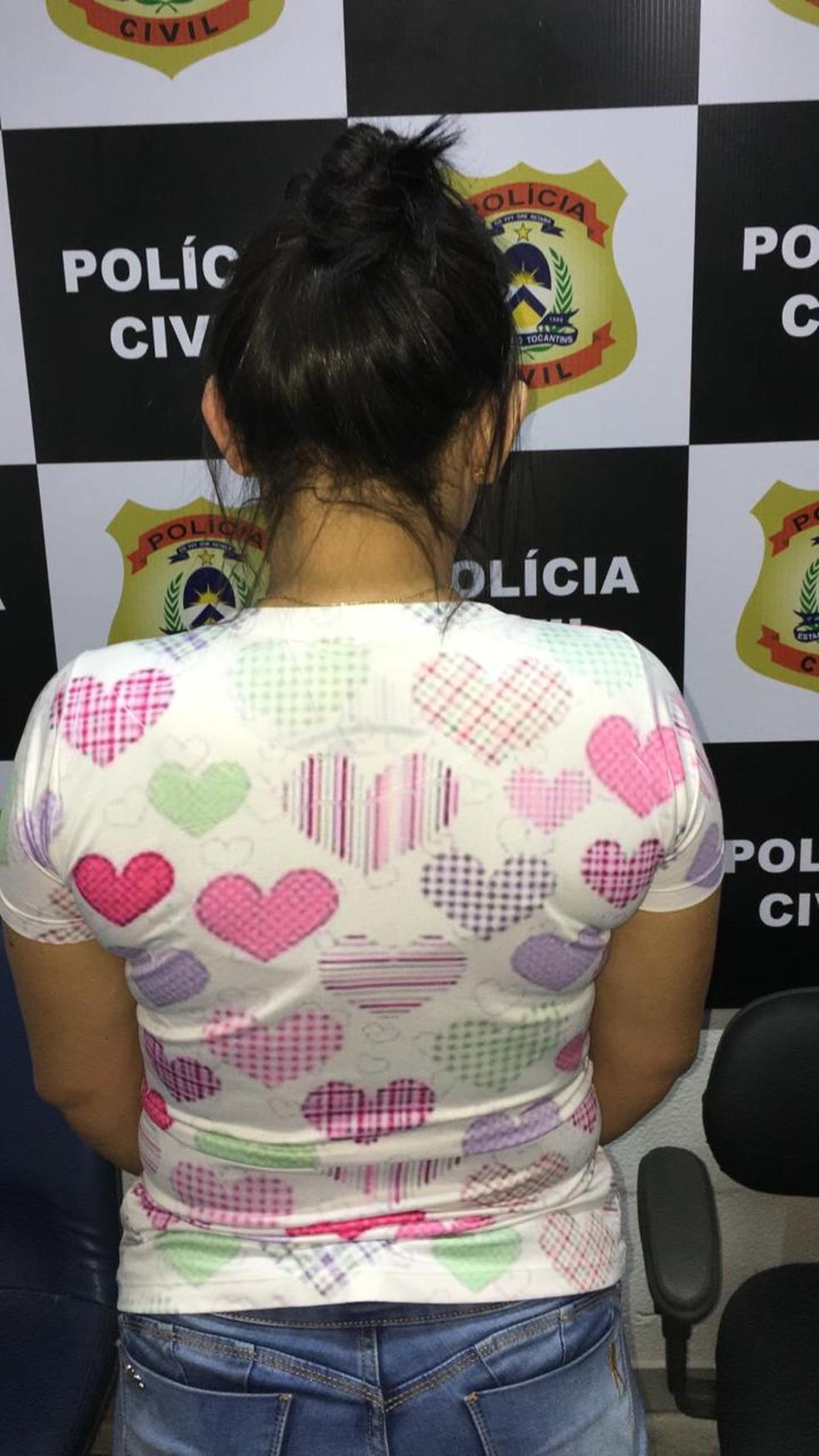 Mulher foi presa pela Polícia Civil do Tocantins — Foto: Polícia Civil/Divulgação