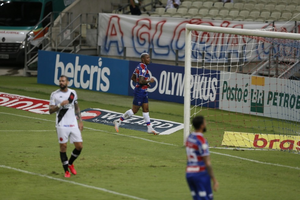 Vasco sofreu 52 gols no Brasileiro. 25 deles, em sete jogos — Foto: Kid Júnior/SVM