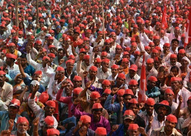 Agricultores têm protestado contra as condições de crédito e os preços das colheitas (Foto: Getty Images via BBC News Brasil)
