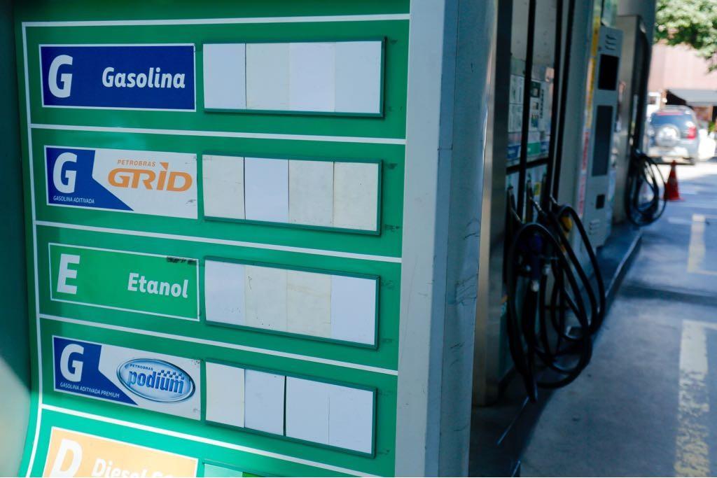 Posto de combustíveis é notificado após aumentar preço da gasolina em Nova Serrana