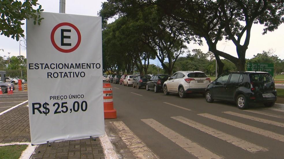 Resultado de imagem para CENTRO DE CONVENÇÕES estacionamento