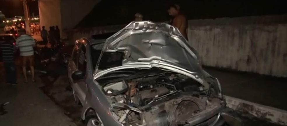 Situação ocorreu na Avenida Juracy Magalhães, após vítima perseguir dupla (Foto: Reprodução/ TV Santa Cruz)
