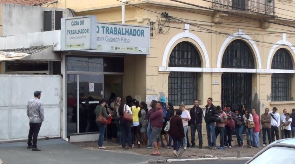 Time do Emprego abre inscrições para 60 vagas nesta segunda-feira  - Notícias - Plantão Diário