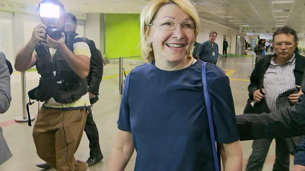 A ex-procuradora da Venezuela, Luisa Ortega, na chegada  ao Brasil (Foto: Reprodução/TV Globo)
