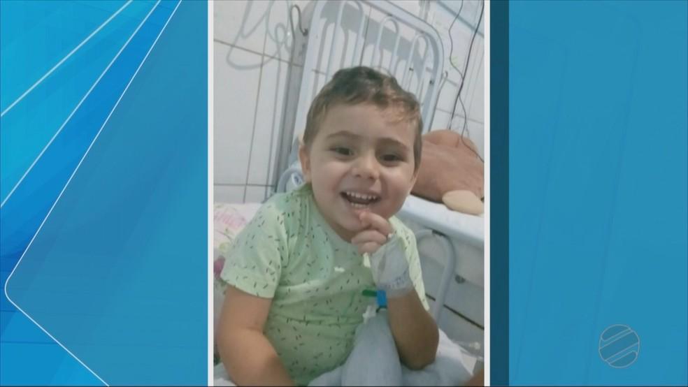 Thailon faz tratamento contra leucemia (Foto: TVCA/ Reprodução)
