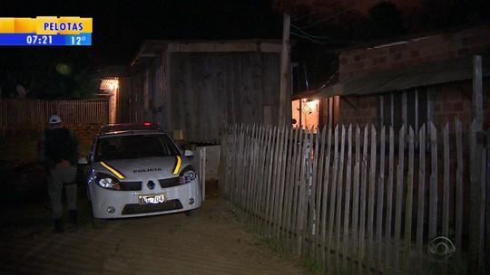 'Crime passional', avalia delegada sobre três mortes em casa de Viamão