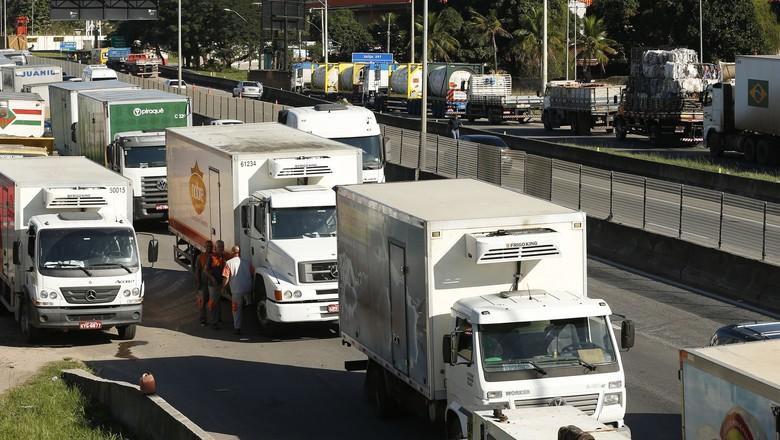 caminhão-paralisação-greve-rodovia-BR 101-RJ (Foto: Tomaz Silva/Agência Brasil)
