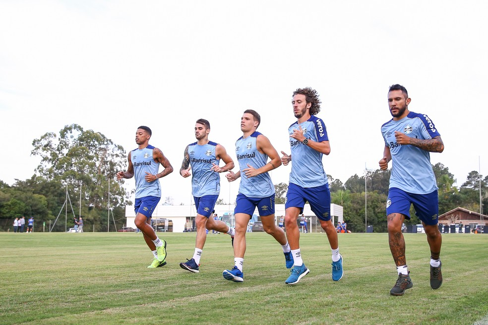 Montoya participa normalmente de treino do Grêmio — Foto: Lucas Uebel/Grêmio
