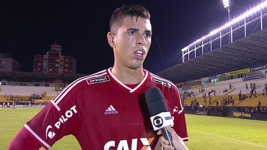 """Ivan salva o gol da Macaca e desabafa: """"Isso é a Ponte Preta"""""""