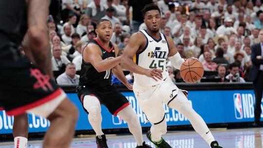 Na força e na valentia, Jazz se agiganta no último quarto, bate os Rockets e adia decisão da série