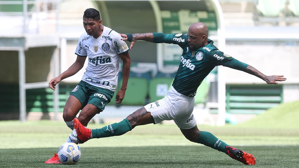 Felipe Melo e Rony disputam jogo-treino do Palmeiras no Allianz Parque — Foto: Cesar Greco
