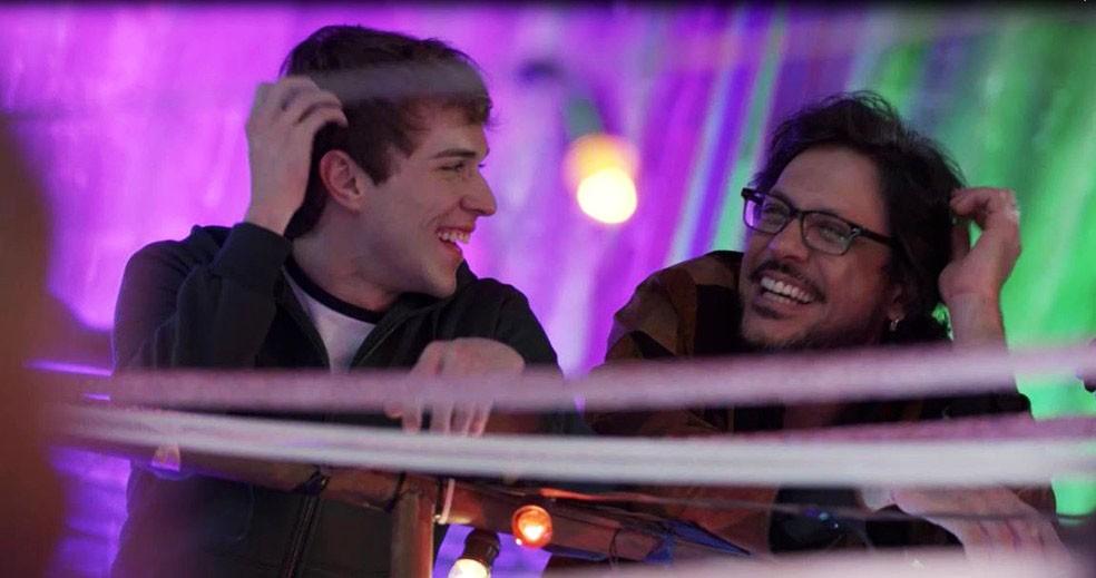 Roney (Lucio Mauro Filho) se encontra com Gabriel (Luis Galves) em 'Malhação - Viva a Diferença' — Foto: Globo