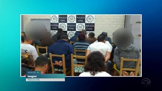 Sem espaço, ginásio de igreja vira 'delegacia' em operação policial em Não-Me-Toque