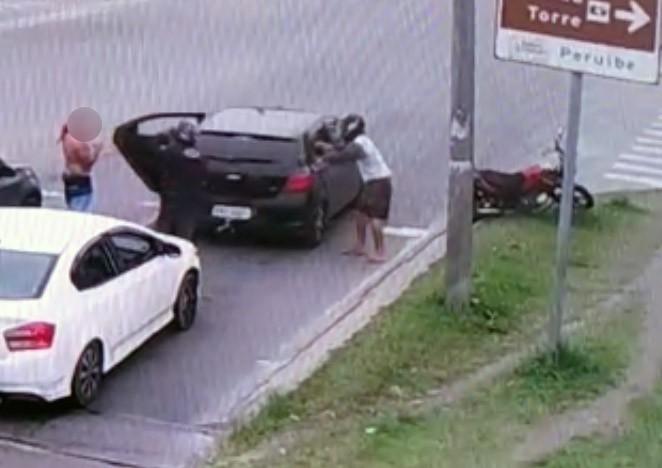 Dupla é presa após assaltar ocupantes de carro em Peruíbe, SP  - Notícias - Plantão Diário