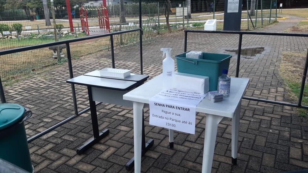 Controle de acesso em parques de Piracicaba durante a pandemia — Foto: Edijan Del Santo/EPTV