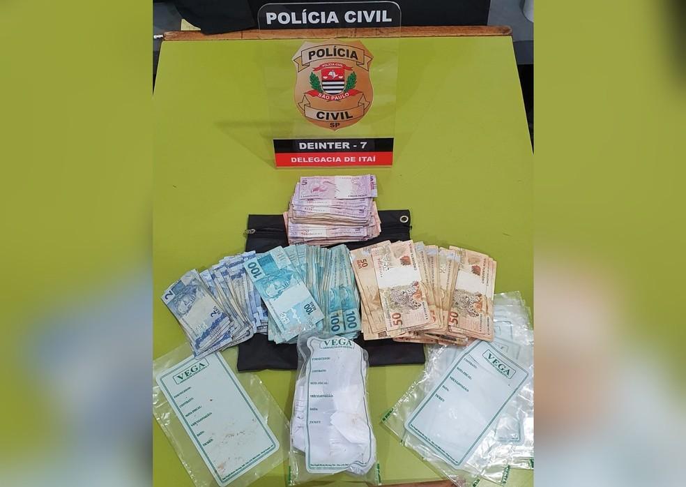 Homens foram presos com R$ 36 mil após crime em Itaí — Foto: Polícia Civil/Divulgação
