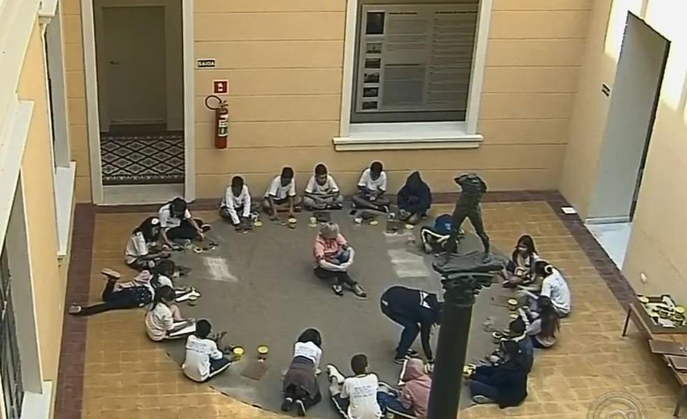Crianças puderam conhecer mais sobre Rodin em exposição em Botucatu  — Foto: TV TEM / Reprodução
