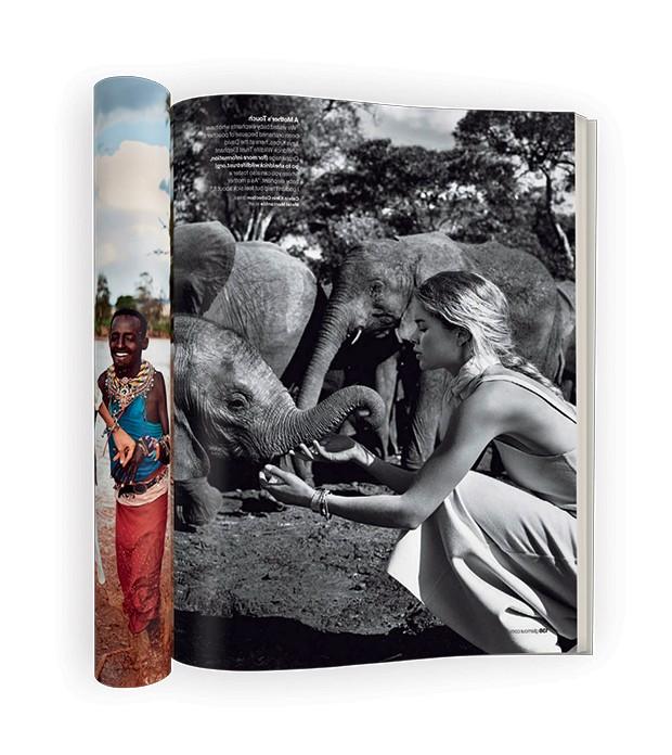 Doutzen, em foto da Glamour americana de junho de 2016, em visita à ONG que cuida de jovens elefantes órfãos dentro do Parque Nacional de Nairóbi (Foto: Nathaniel Goldberg/Glamour Us/Divulgação)